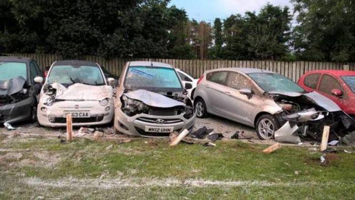 Дорогая авария в Корнуолле (11 фото)