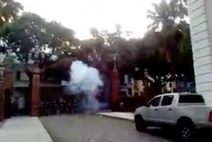 В Венесуэле здание Верхового суда обстреляли с вертолета (4 фото + 2 видео)