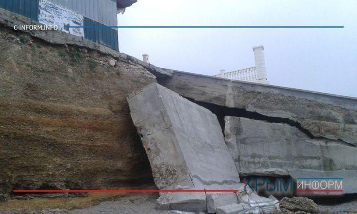 В Крыму пляжи, соседствующие с аварийными объектами, признали готовыми к сезону (11 фото)