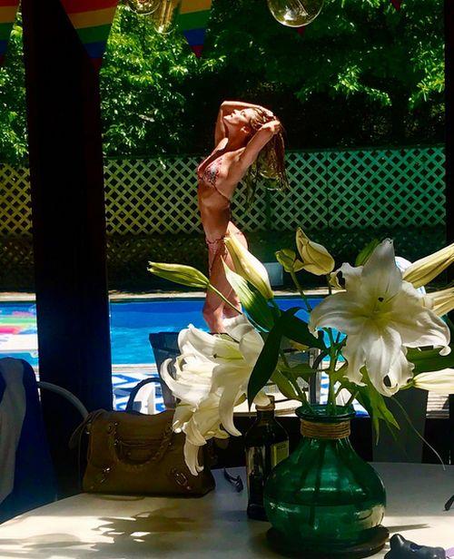 Нина Агдал, бывшая девушка Леонардо ДиКаприо, поделилась соблазнительными фото (16 фото)