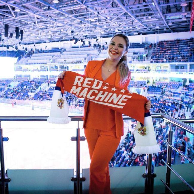 Возлюбленные российских хоккеистов (39 фото)