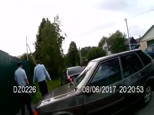 В Раменском полицейский крышует магазин жены