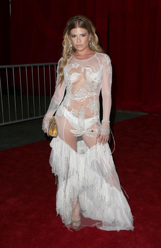 Челси Дадли в прозрачном платье на вечеринке The Maxim Hot 100 (6 фото)