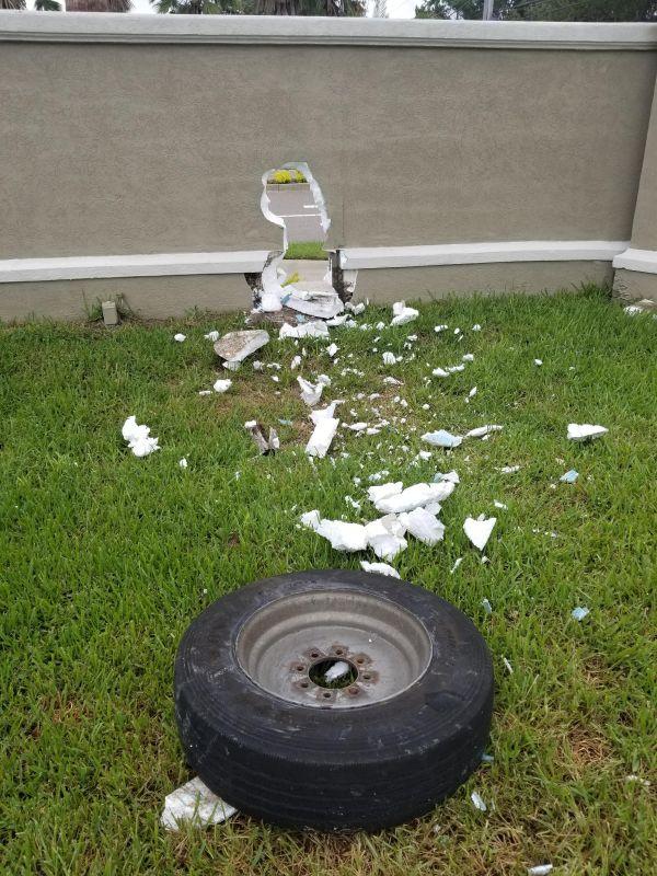 Что случилось с забором (3 фото)