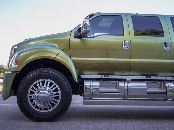 Гигантский внедорожник Ford F650 Super Truck Extreme 2007 (9 фото)