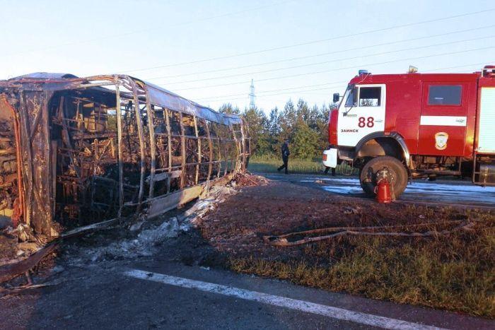 В Татарстане рейсовый автобус попал в страшную аварию (6 фото)