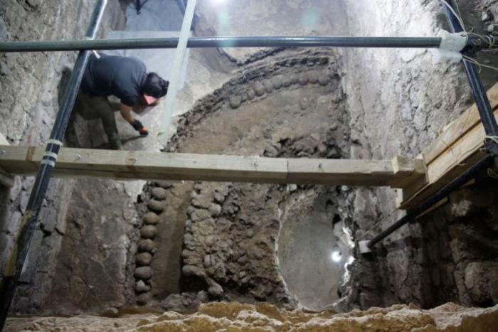 В Мехико найдена пирамида из черепов (3 фото)