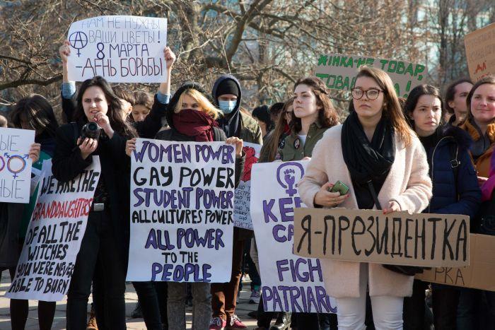 Найдите агента под прикрытием в толпе феминисток (фото)