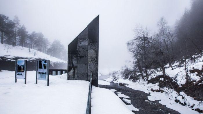 Общественный туалет у норвежского водопада (6 фото)