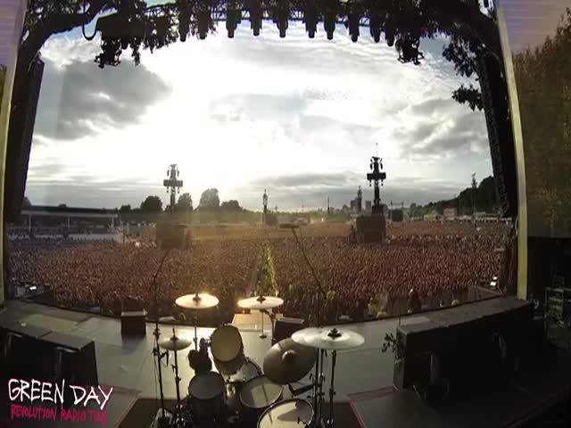 65 тысяч человек поют песню Bohemian Rhapsody группы Queen
