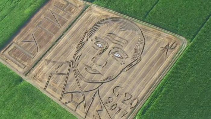 Итальянский фермер нарисовал портрет Путина на своем поле (2 фото)