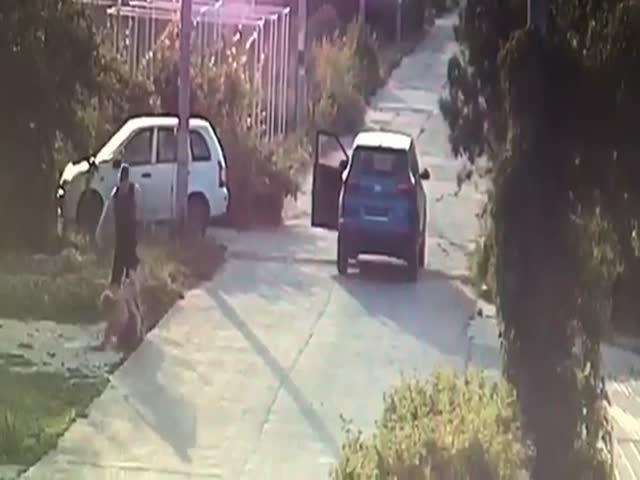 В Волжском автомобилист избил женщину