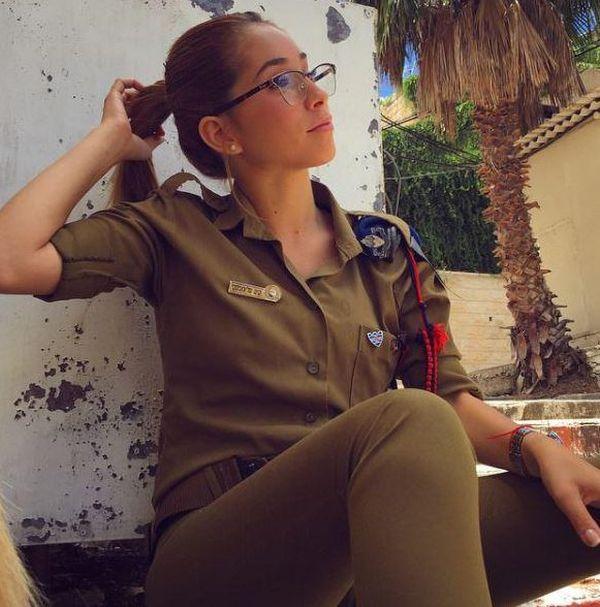 Ким Меллибовски - очаровательный солдат Израиля (12 фото)