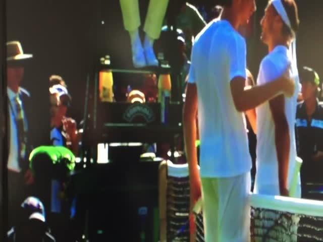 Российский теннисист Даниил Медведев бросил в судью монеты