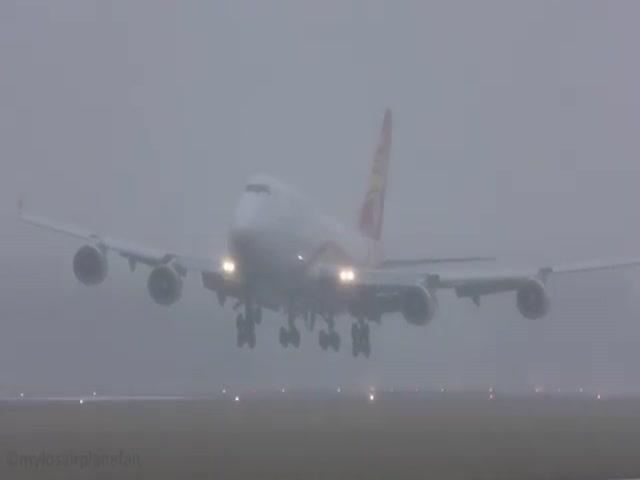 Посадка самолетов в шторм