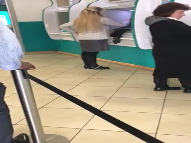 Женщина не заметила, как осталась без нижнего белья