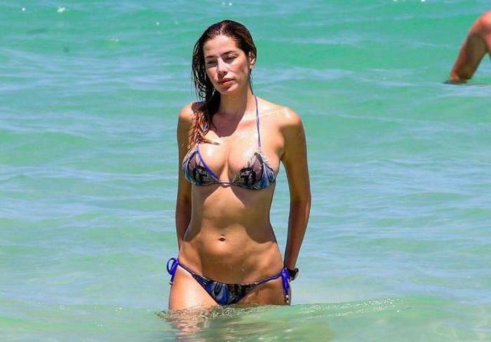 Прекрасные девушки на пляже (46 фото)