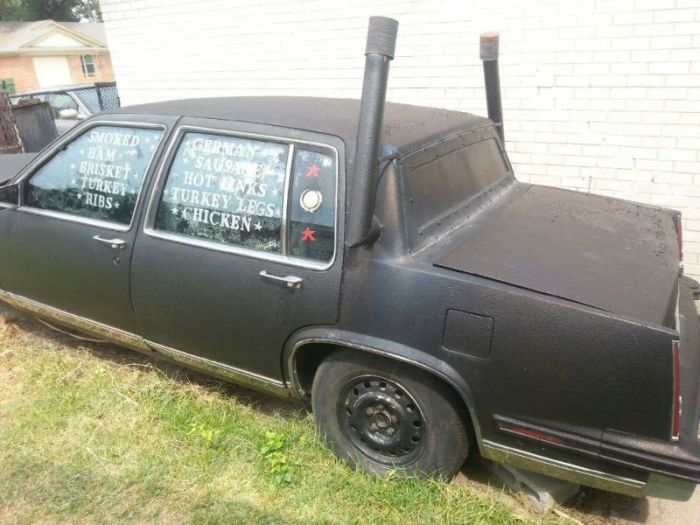 Старый Cadillac превращен в гриль (6 фото)