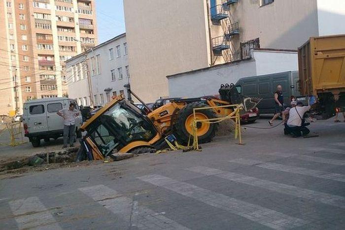 Провалы грунта в Рязани (7 фото)