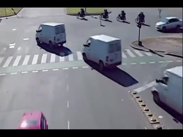 Экстремальное движение на перекрестке