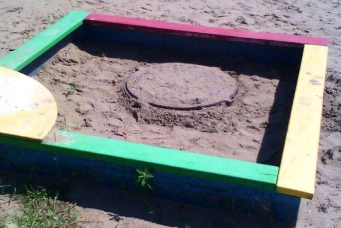Опасная песочница в Кемеровской области (3 фото)
