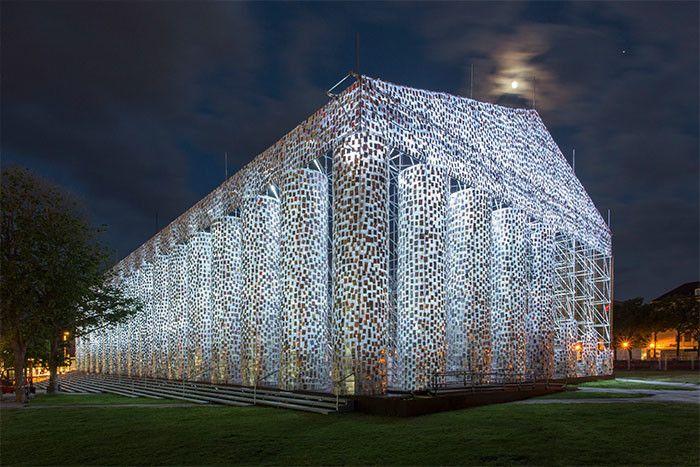 В Германии построили храм из запрещенных книг (6 фото)