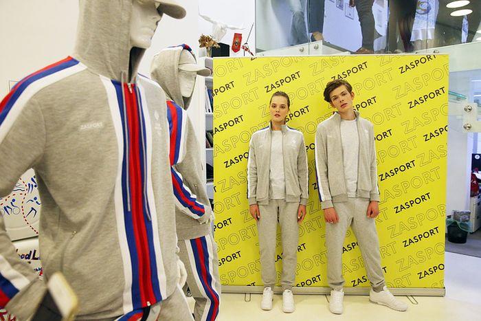 В Москве представили новую форму юношеской олимпийской сборной России (4 фото)
