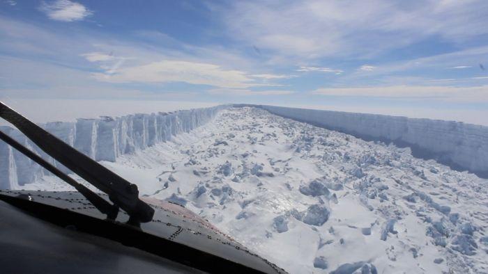 В Антарктиде откололся айсберг массой триллион тонн (5 фото)