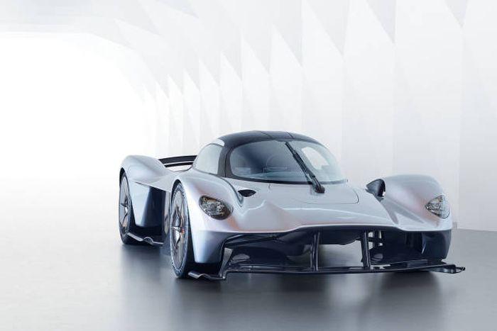 Aston Martin представил серийную версию гиперкара Valkyrie (10 фото)
