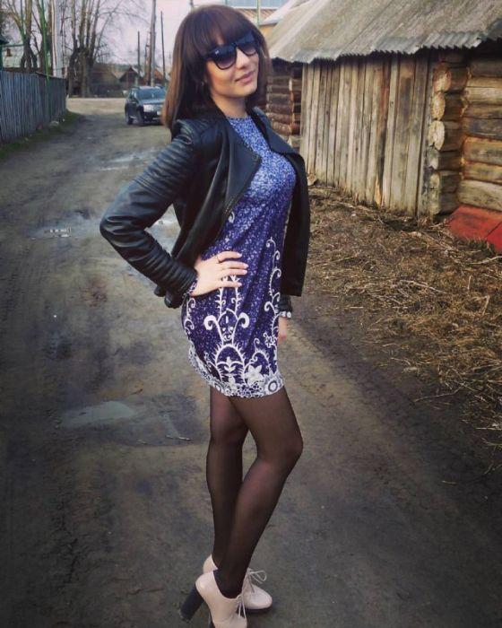 Гифки девушек задирающих юбки