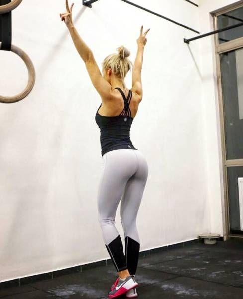 Спортивные девушки в обтягивающих штанах (38 фото)