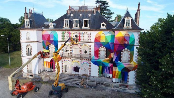 Арт-объект из заброшенного замка во Франции (5 фото)