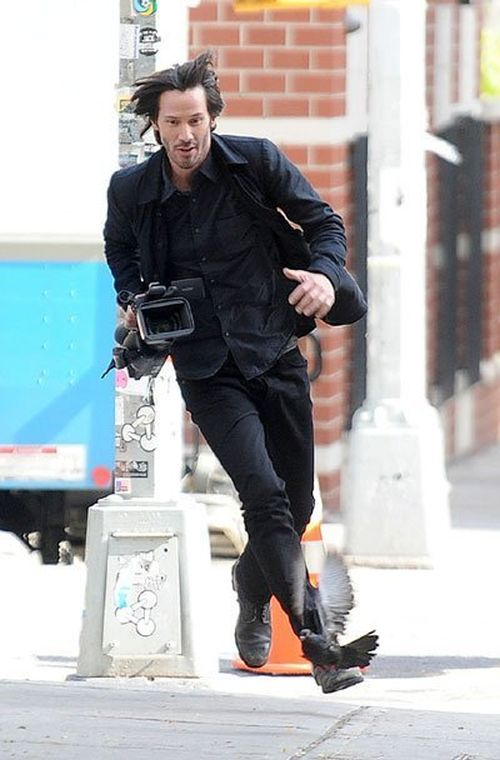 Киану Ривз украл камеру у назойливого папарацци (4 фото)