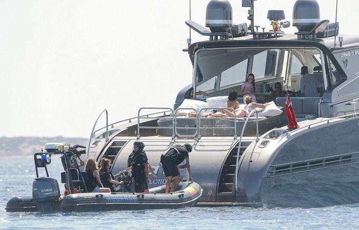 Налоговые инспекторы обыскали яхту Криштиану Роналду (6 фото + видео)