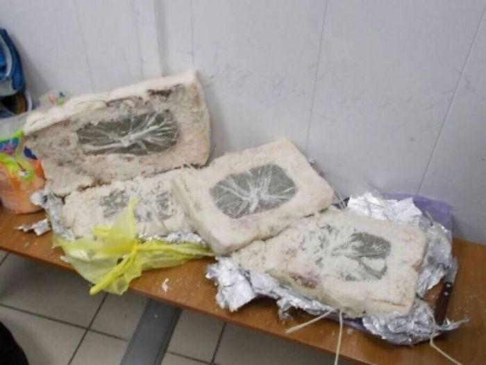 В ЯНАО вахтовик привез спрятанную в сале марихуану (2 фото)