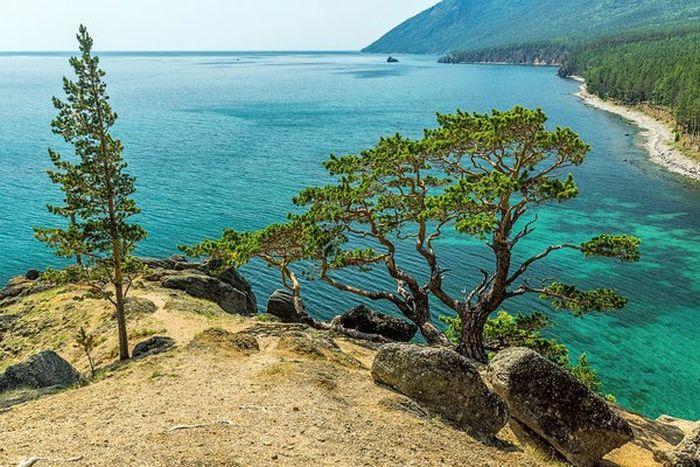 Удивительная красота бухты Песчаной на берегу озера Байкал (9 фото)