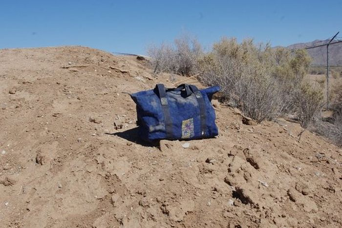 Необычная находка в калифорнийской пустыне (3 фото)