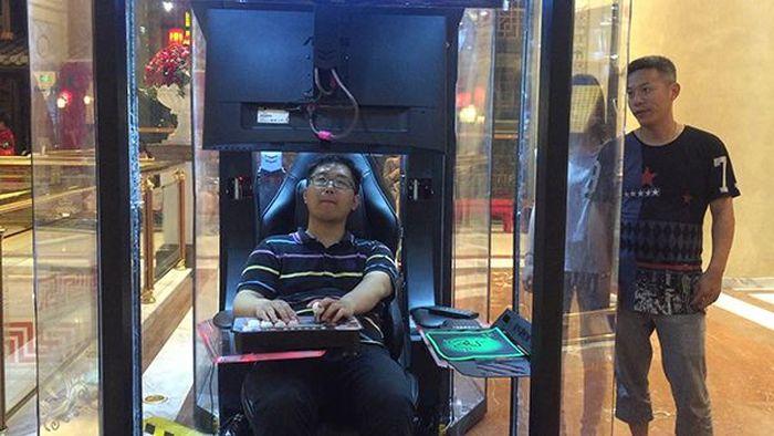 В Китае появились мужские кабинки ожидания (3 фото)