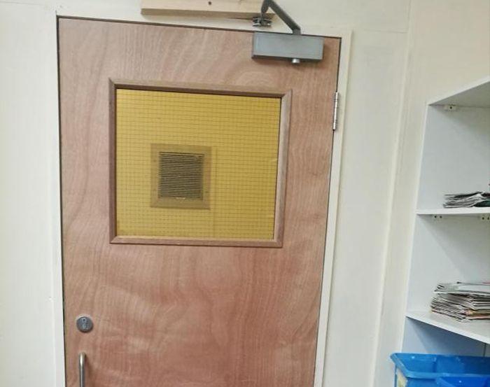 В британской начальной школе обнаружили карцер (3 фото)