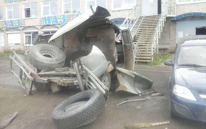 Последствия взрыва колеса (3 фото + видео)