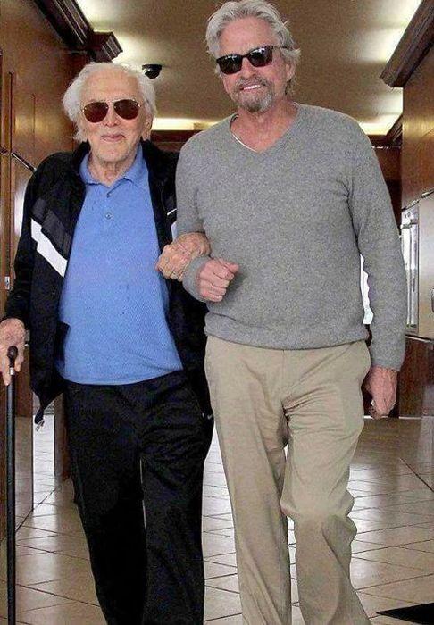 Кирк Дуглас - последний живой актер «Золотой эры» Голливуда (23 фото)