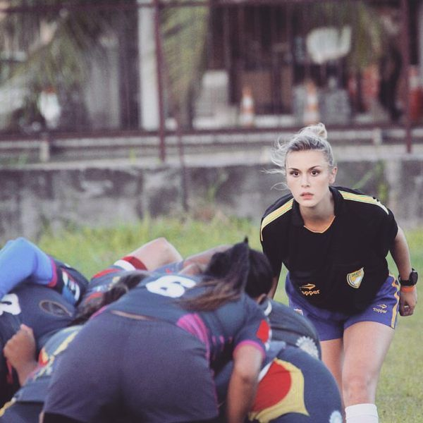 Регбийный тренер Таис Вебер по прозвищу Барби (6 фото)