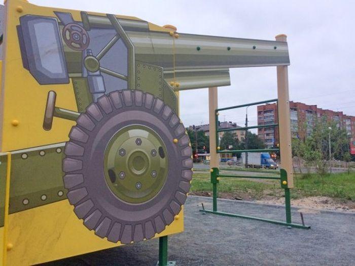 Патриотическая детская площадка в Петрозаводске (8 фото)
