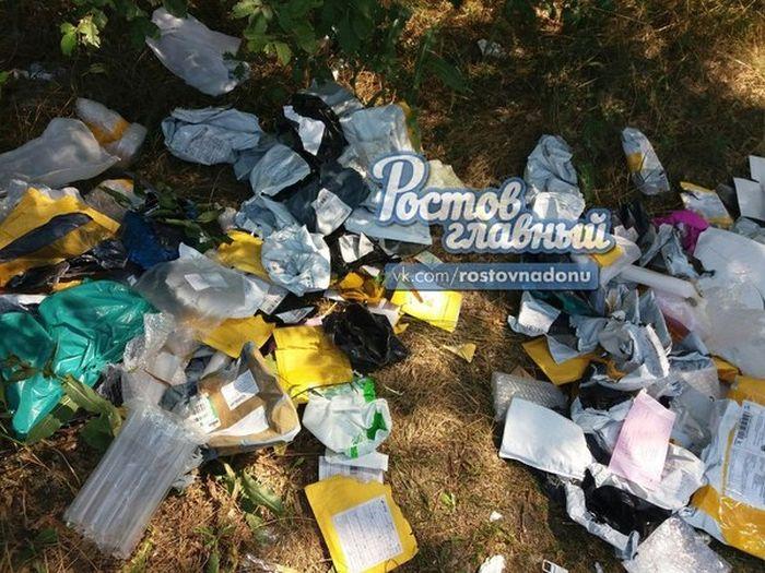 Под Ростовом-на-Дону найдена еще одна свалка упаковок от посылок «Почты России» (2 фото)
