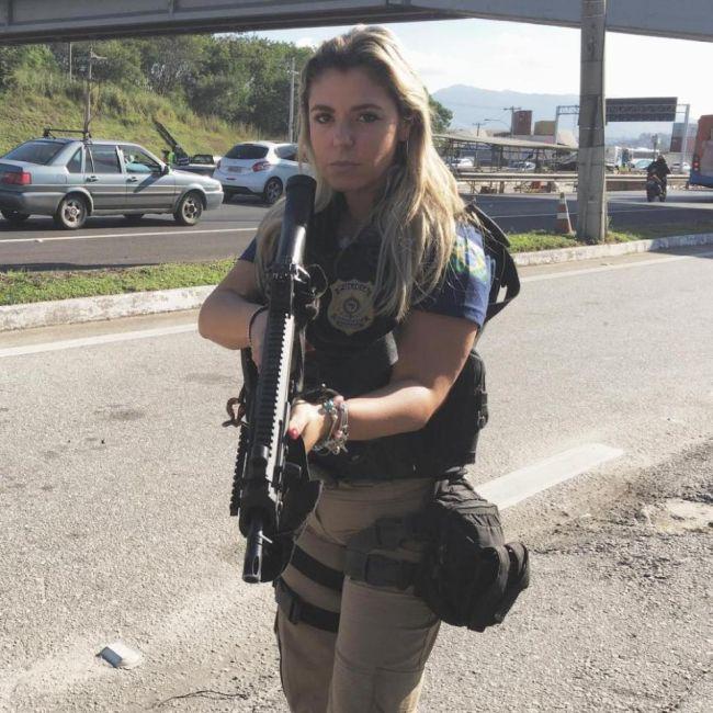 Мари Аг - одна из самых красивых женщин-полицейских Бразилии (9 фото)