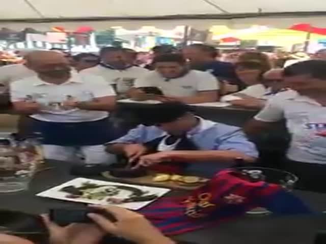 Мэр Мон-де-Марсана Шарлю Дайо съел крысу из-за проигрыша «ПСЖ» в матче с «Барселоной»