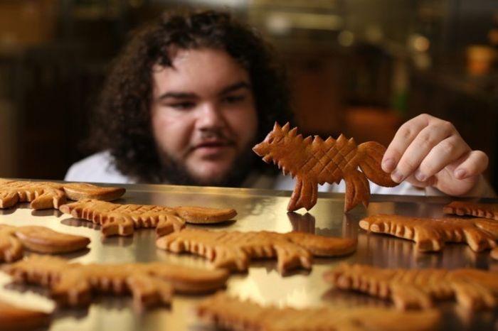 Бен Хоуки, Горячий пирожок из «Игры Престолов», открыл пекарню (5 фото)