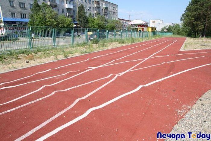 Школьный стадион за 5 млн рублей (7 фото)