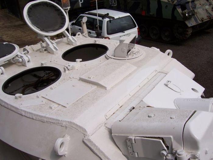 В Великобритании появились танки-лимузины (14 фото)