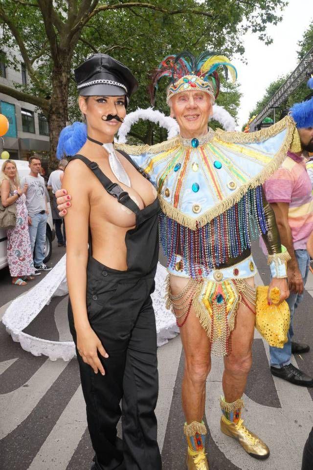 Микаела Шефер на гей-параде Christopher Street Day (15 фото)